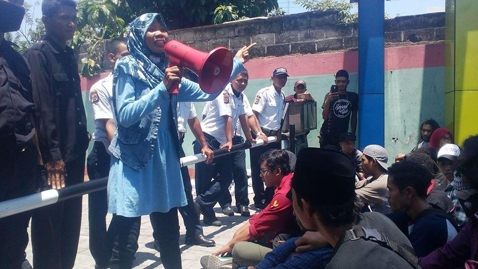 mahasiswa demo rektorat