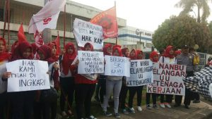 buruh pt nanbu plastics indonesia demo